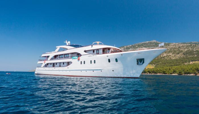 Deluxe cruiser MV Admiral
