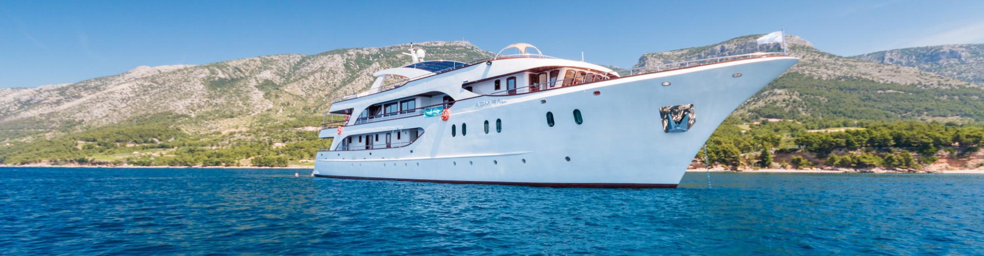 motor boat Deluxe cruiser MV Admiral