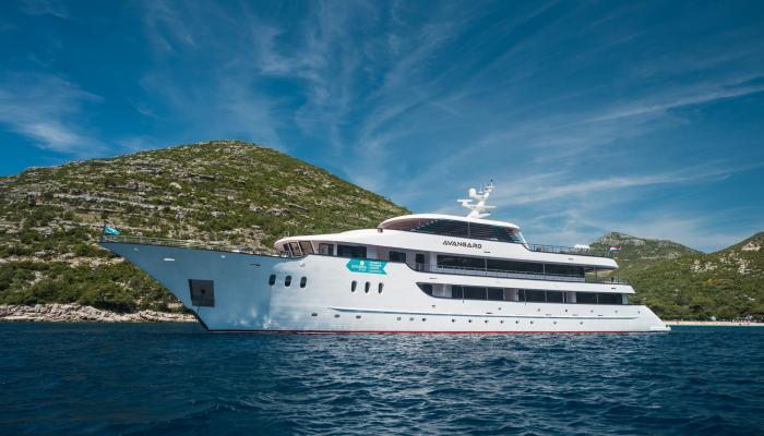Deluxe Superior cruiser MV Avangard
