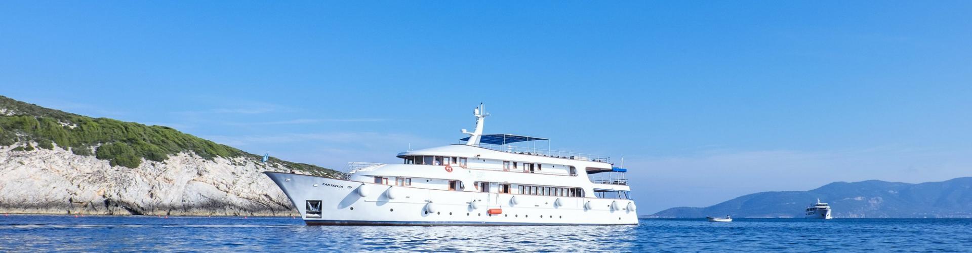 motor boat Deluxe cruiser MV Fantazija