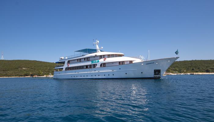 Deluxe cruiser MV Fantazija