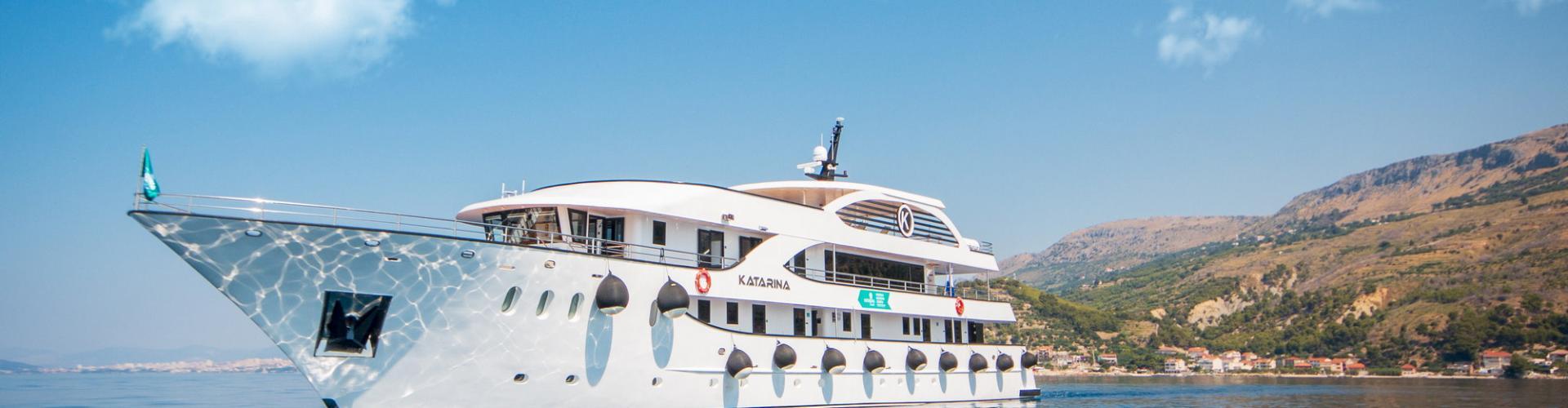motor boat Deluxe cruiser MV Katarina