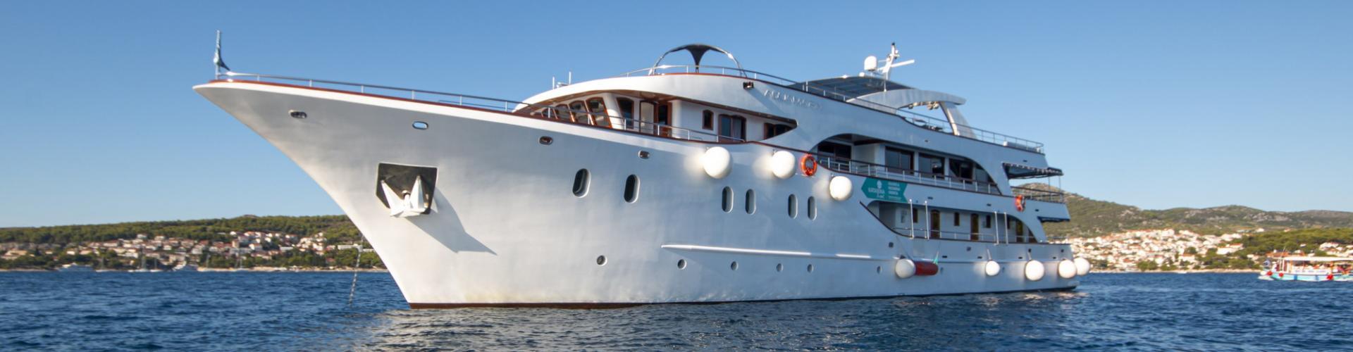 motor boat Deluxe cruiser MV Aquamarin