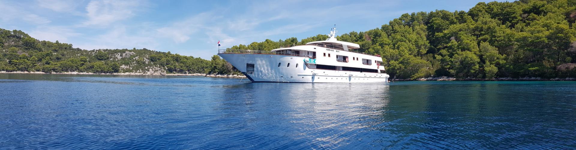 motor boat Deluxe Superior cruiser MV Adriatic Sun