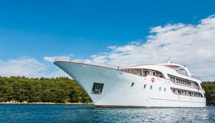 Deluxe Superior cruiser MV Futura