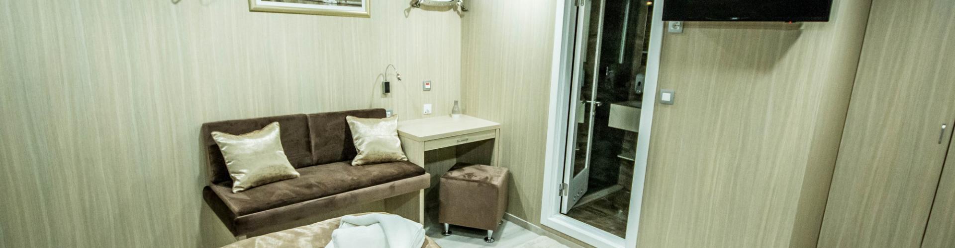 cabin on cruising Cabin (lower deck)