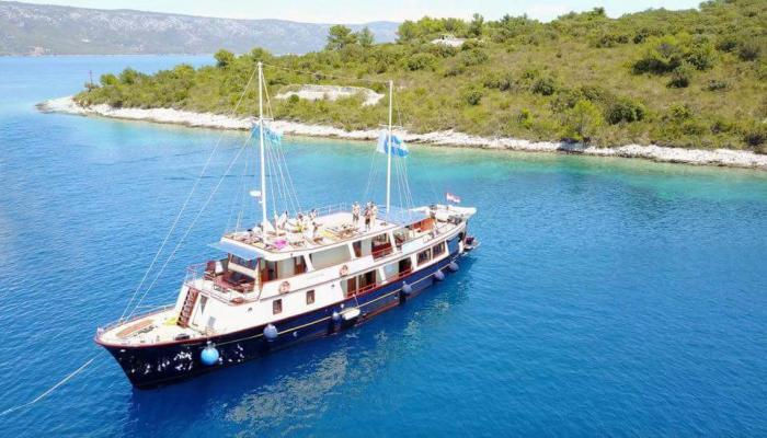 Premium cruiser MV Leonardo