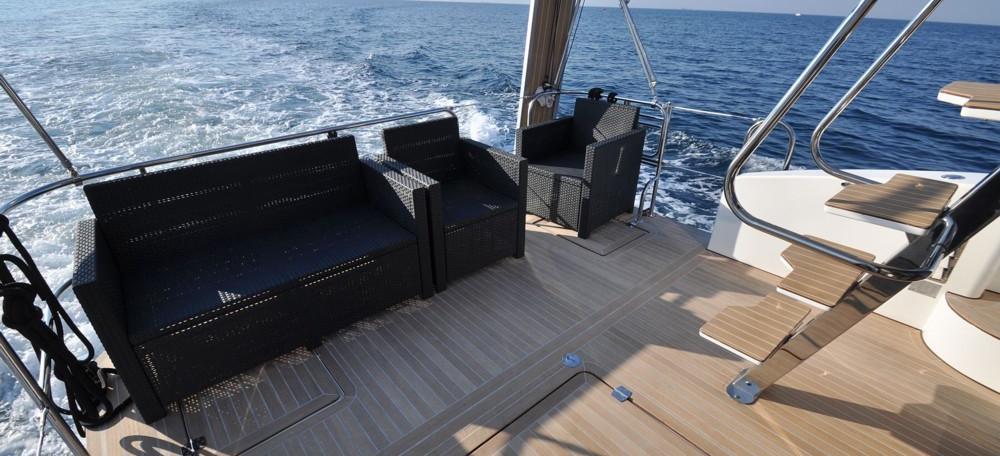 motor boat Futura 40 Grand Horizon