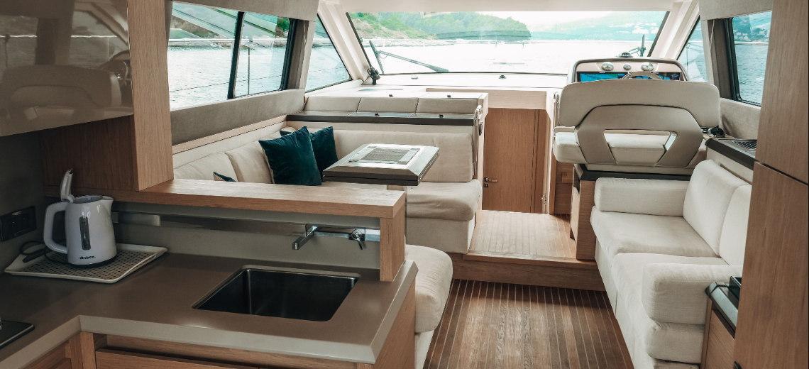 motor boat Monte Carlo 5