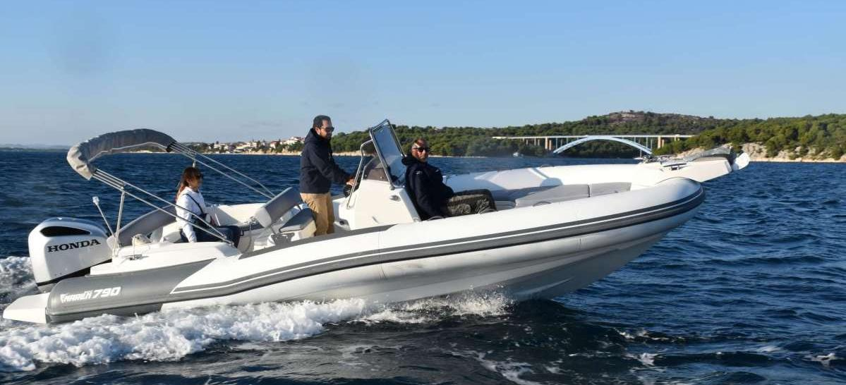 motor boat Marlin 790 Dynamic