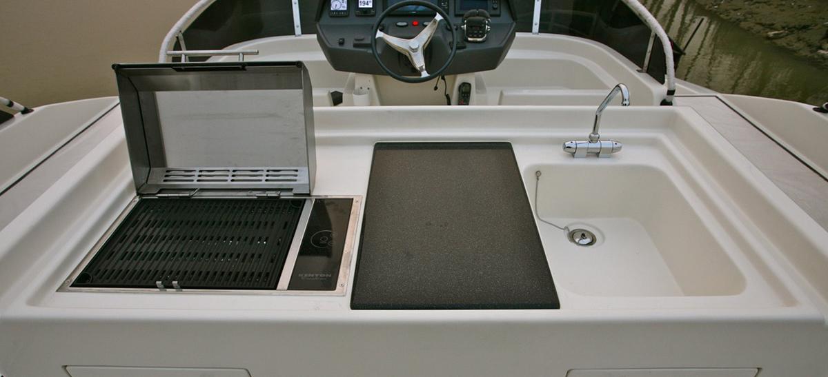 motor boat Aquila 48