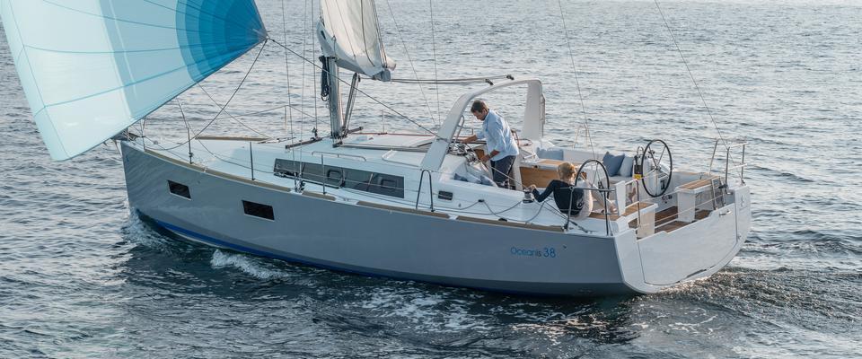 sailboat Oceanis 38
