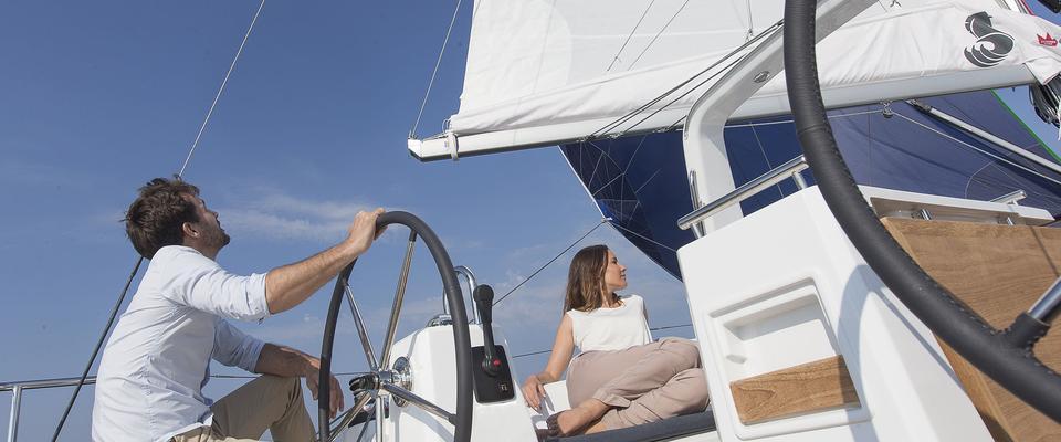 sailboat Oceanis 35