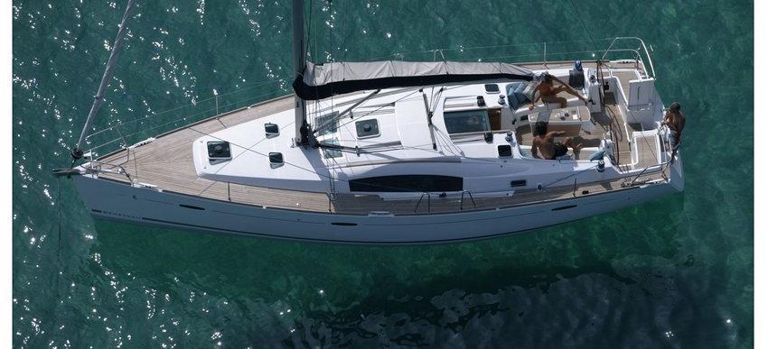 sailboat Oceanis 43