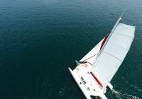 trimaran bird view mast flatten main sail sailing