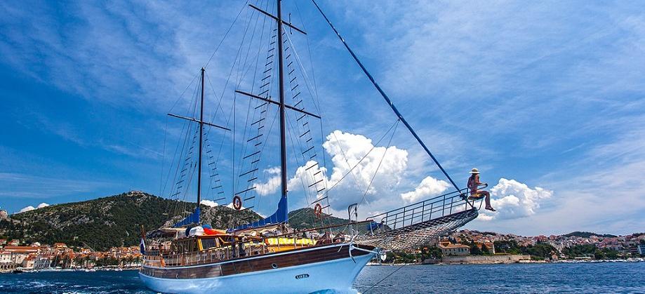 motor sailer LINDA