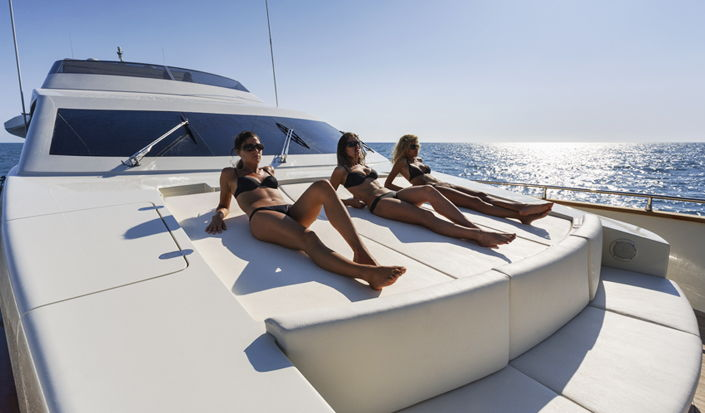 motorboat large sundeck