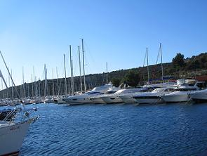 Motorni brodovi na Jadranu