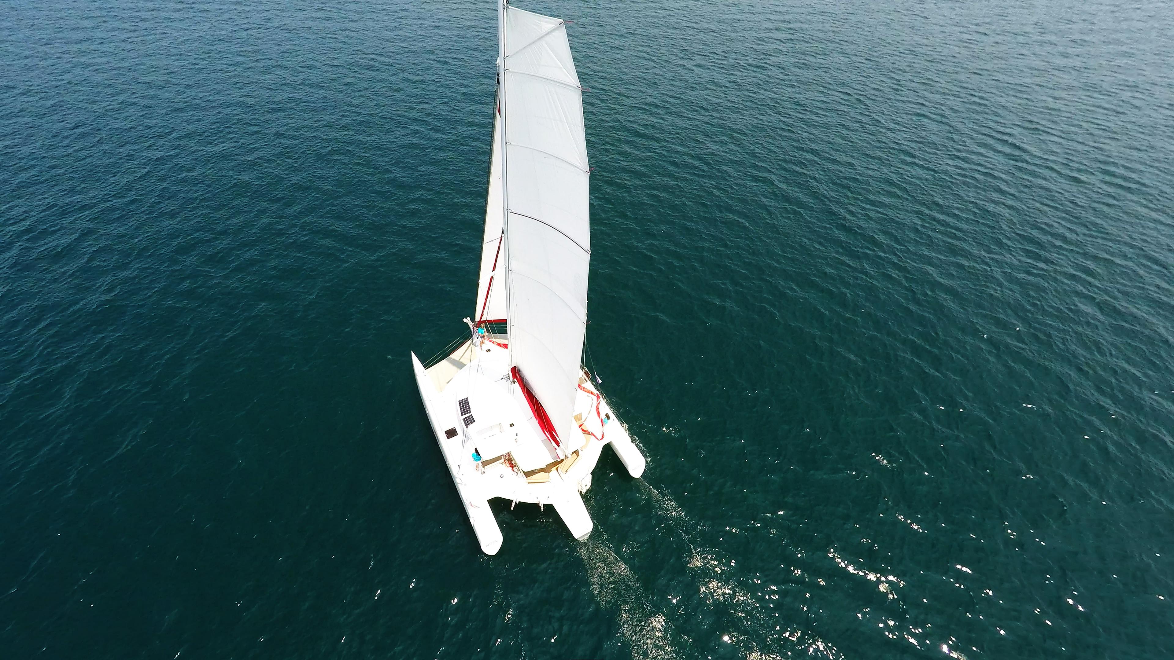 trimaran from above mast main sail flatten