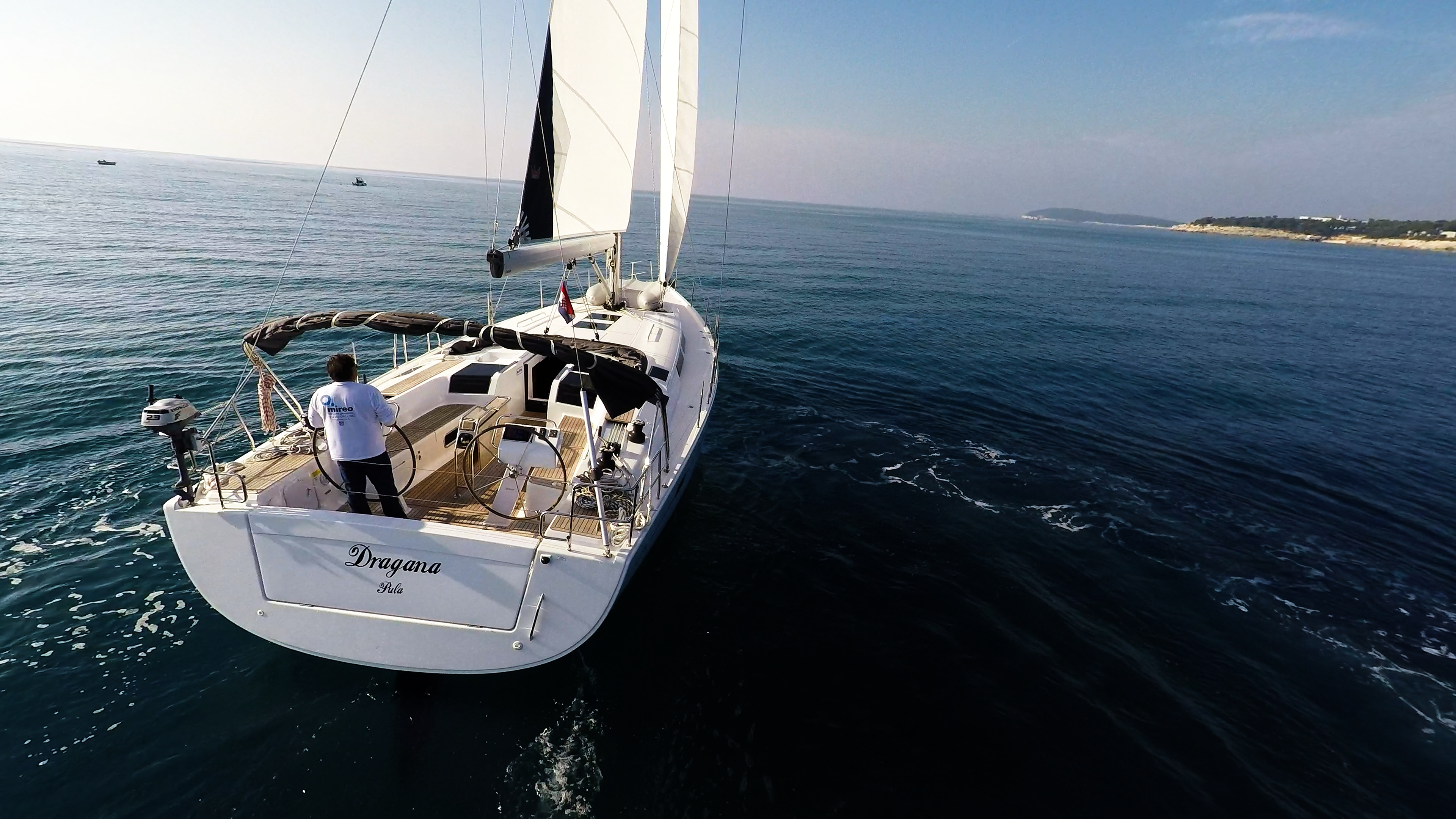 sailing yacht stern view sails aft sailing yacht Hanse 505